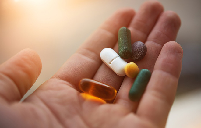 Thực phẩm chức năng bổ sung canxi và vitamin D không giúp bảo vệ xương