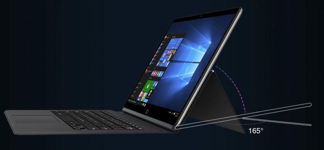 CoreBook có thể dễ dàng kết hợp với bàn phím để trở thành một chiếc laptop.
