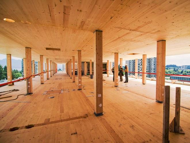 Nội thất bằng gỗ bên trong tòa nhà Brock Commons.