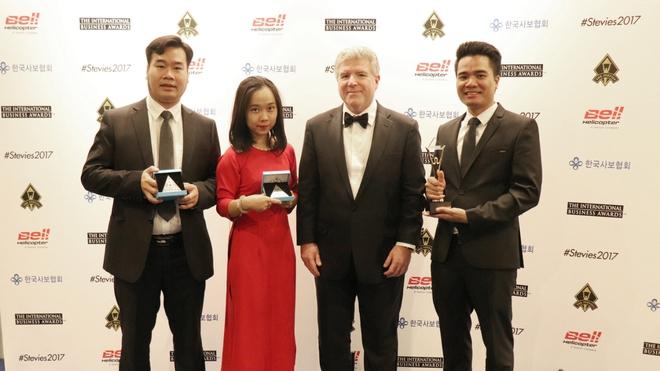 Đại diện Viettel nhận giải thưởng Stevie Awards 2017