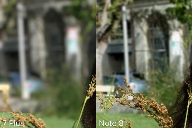 Phóng to góc này lên có thể thấy chiếc iPhone 7 Plus làm mờ nhiều hơn hẳn so với chiếc Note 8.