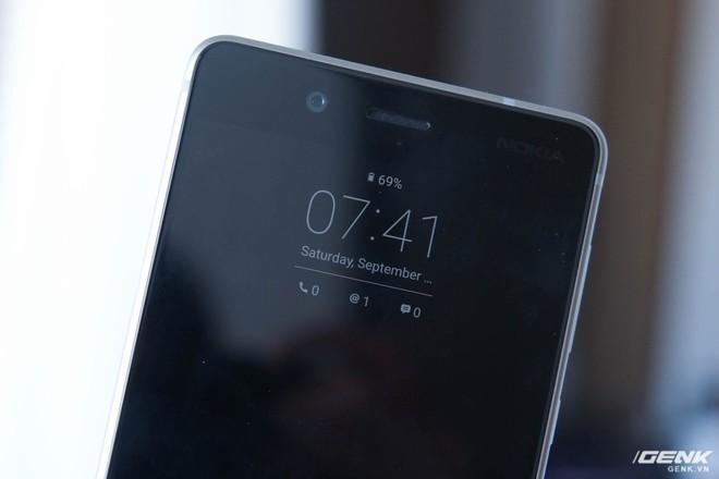 Mặc dù không sử dụng công nghệ AMOLED, tuy nhiên Nokia 8 vẫn có tính năng màn hình luôn bật (Always-on Display)