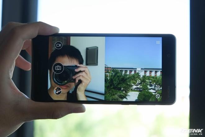 Bothie là tính năng được nhấn mạnh trên Nokia 8, cho phép người dùng chụp ảnh, quay phim và livestream cùng lúc cả camera trước và sau trong cùng một khung hình