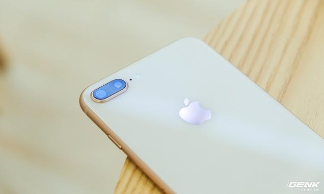 iPhone 8 Plus tiếp tục sở hữu cụm camera kép như iPhone 7 Plus, trong đó nâng cấp lớn nhất nằm ở cảm biến