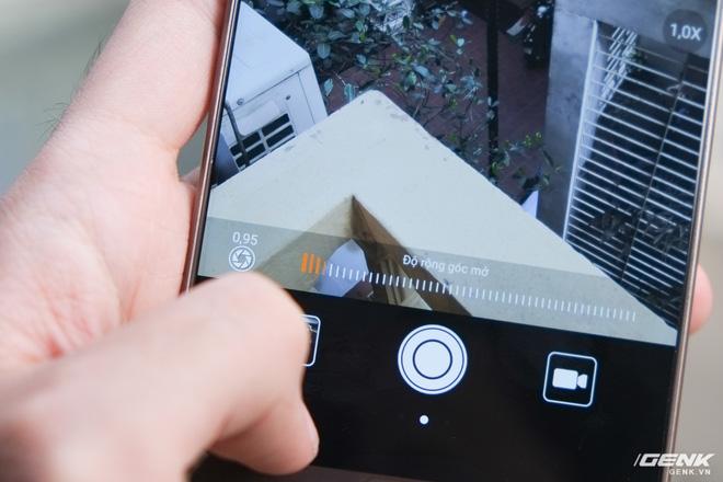 Chế độ xóa phông cho phép người dùng có thể tùy ý điều chỉnh khẩu độ, trong đó khẩu độ cực đại lên đến f/0.95