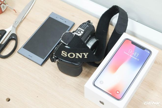 Từ trái qua phải: Chiếc Xperia XZ1 với tính năng quét 3D, máy ảnh được BKAV sử dụng để chụp hình 2D và chiếc iPhone X để thử nghiệm