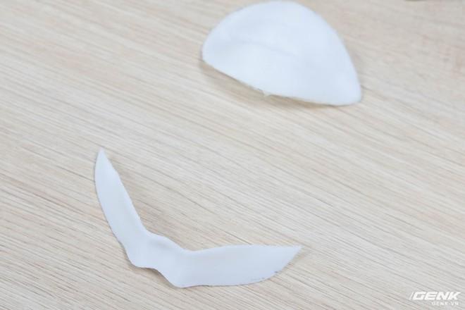 Môi và ria mép được cắt ra từ mặt nạ