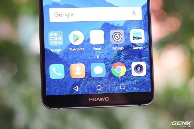 Để làm được điều này, Huawei đã loại bỏ phím Home vật lý để sử dụng phím điều hướng ảo trong màn hình