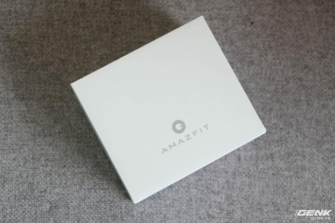 Hộp của Amazfit Bip với thiết kế đơn giản