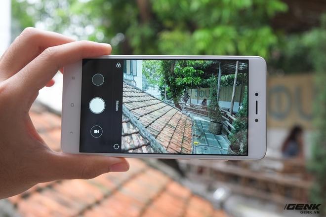 Camera Redmi Note 4 có độ phân giải 13MP, f/2.0, lấy nét theo pha và đèn flash true-tone
