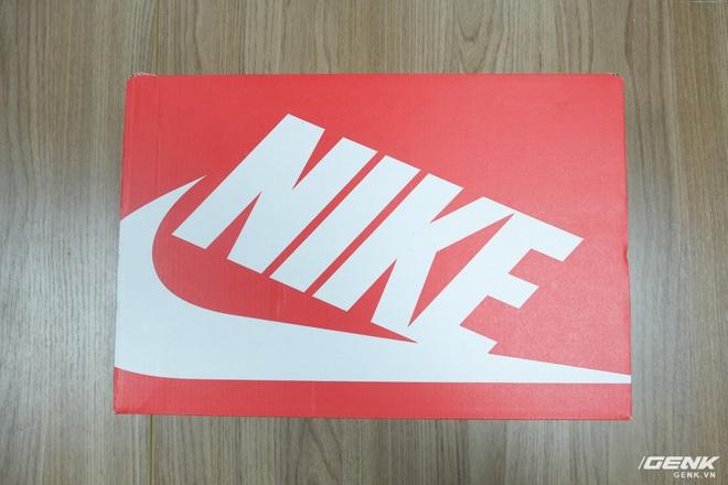 Hộp Nike đỏ logo trắng truyền thống