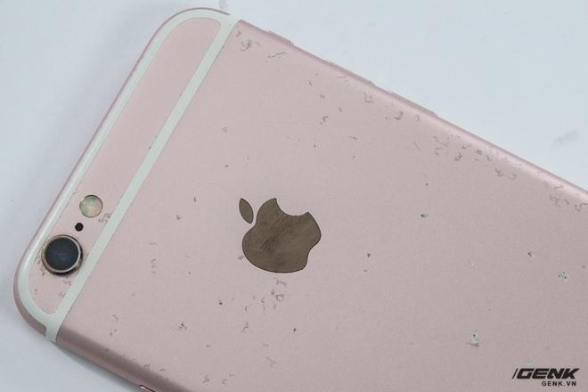 Một chiếc iPhone 6s bị tróc sơn