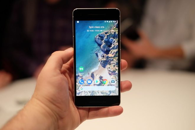 Trông cái viền của Pixel 2 mà rợn cả gáy!!!