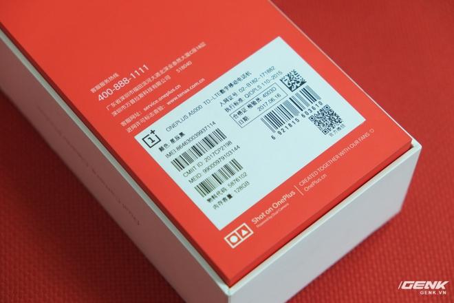 Đằng sau là một số thông tin về máy. Đây OnePlus 5 này là phiên bản nội địa Trung Quốc với mã hiệu A5000