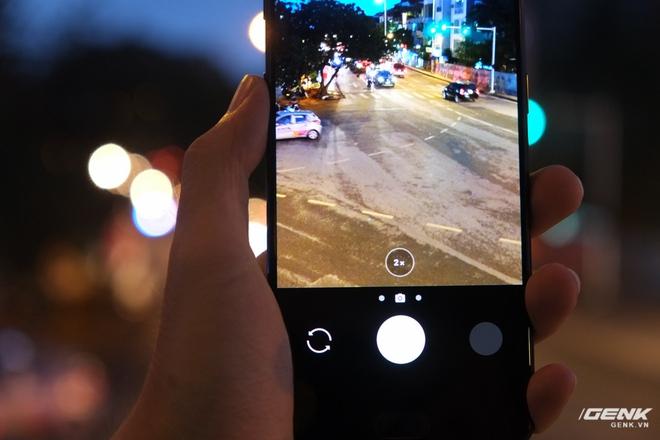 Giao diện camera của OnePlus 5 cũng được trang bị nút bấm 1X-2X như iPhone 7 Plus để người dùng có thể zoom quang học