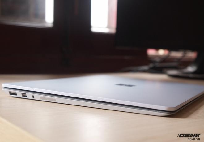 Surface Laptop có trọng lượng chỉ 1.2Kg và mỏng 15mm