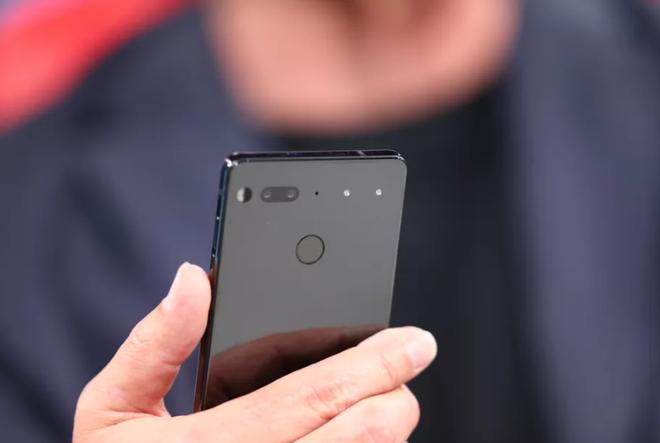 Essential Phone chưa đến tay người tiêu dùng đã gây ồn ào