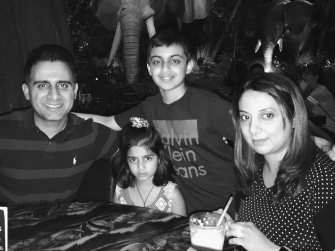 Ông Malik và các thành viên trong gia đình.