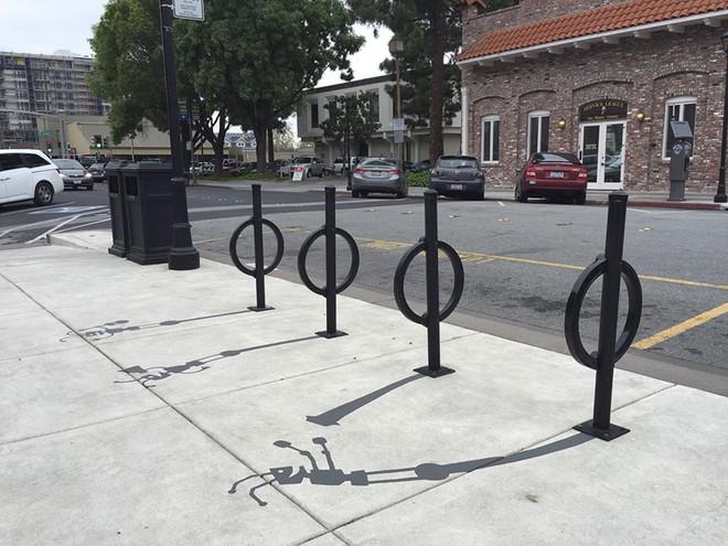 Giá gác xe đạp vô tri giác trở thành những chú kiến cần mẫn