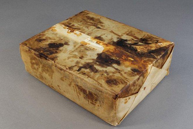 Hộp bánh trái cây đã 106 năm tuổi