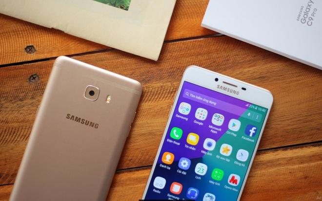 Galaxy C9 Pro (giá tham khảo: 11 triệu đồng cho máy mới, chính hãng) là một chiếc smartphone chính hãng khác vừa được Samsung ra mắt tại Việt Nam trong tháng 3. Máy sở hữu thiết kế khác biệt với Note7 khi được làm bằng kim loại. Đặc điểm nổi bật nhất của chiếc máy này là dung lượng RAM lên đến 6GB. Màn hình và dung lượng pin của C9 Pro cũng lớn hơn Note7, đạt mức 6 inch và 4000mAh. Còn lại, các đặc điểm về con chip, camera, chống nước, chất lượng màn hình của C9 Pro đều thua kém.