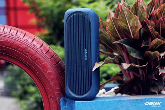 Bạn có thể để đặt loa đứng hoặc nằm ngang để trải nghiệm âm nhạc.