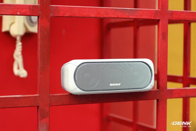 SRS-XB30 là phiên bản nâng cấp từ thế hệ XB3 được Sony trình làng một năm trước.