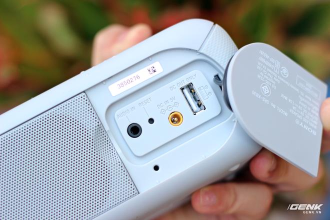 XB40 cũng được tích hợp chức năng sạc dự phòng smartphone/tablet cho người dùng trong những chuyến du lịch xa