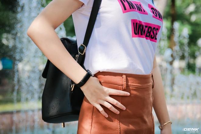 URBAN S+ có trọng lượng nhẹ có thể đeo cả ngày, không gây vướng víu khó chịu cho người dùng