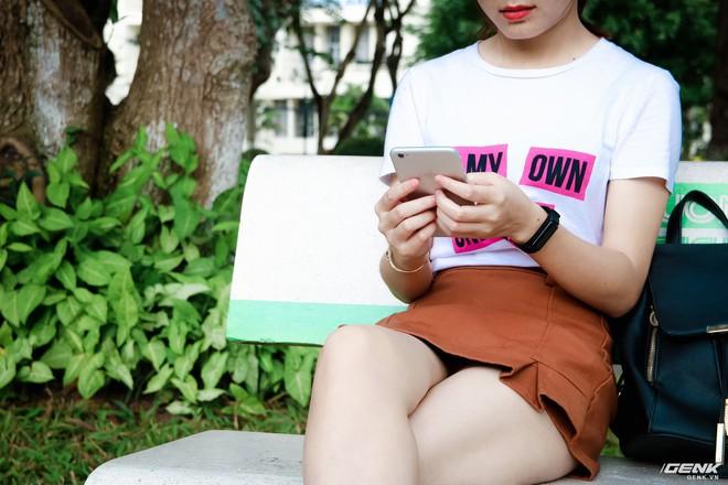 Dây đeo được thiết kế nhiều nấc lựa chọn để sử dụng với cả những người có cổ tay bé như các bạn nữ.