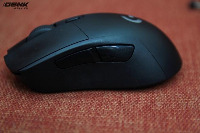 Do chuột thiết kế dành cho người thuận tay phải, nên hai phím phụ được đặt ở phía thân bên phải của chuột