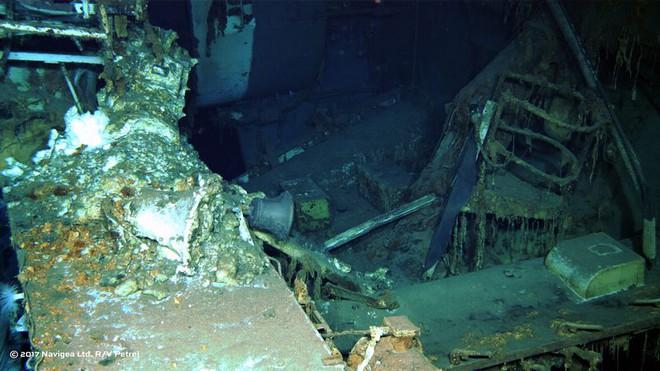 Chiếc chuông trên tàu USS Indianapolis.
