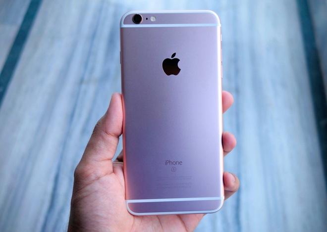 Apple iPhone 6s Plus (giá tham khảo: 11 triệu đồng cho máy quốc tế 64GB qua sử dụng) sở hữu màn hình 5.5 inch to gần bằng so với Note7. Thời lượng pin của máy cũng tốt hơn đáng kể so với iPhone 4.7 inch và hoàn toàn ngang cơ so với Note7. Tuy nhiên, camera của iPhone 6s Plus lại kém hơn. Máy cũng không có khả năng chống nước như Note7.