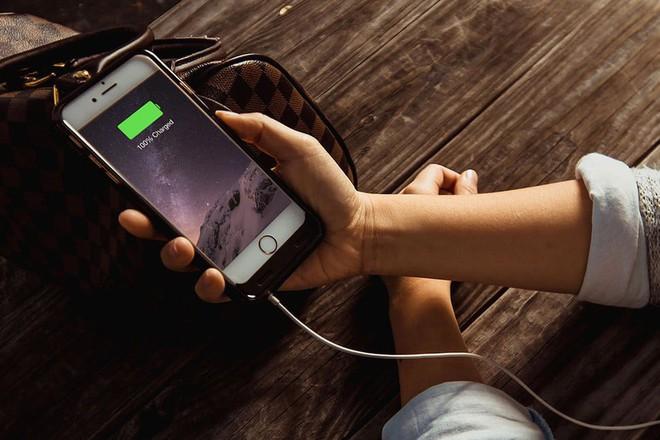 [CHÍNH THỨC] Apple đưa ra lý do tại sao họ làm chậm iPhone cũ: tất cả là tại cục pin, làm thế để trải nghiệm người dùng thoải mái hơn - Ảnh 4.