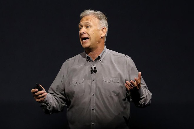 Schiller thừa nhận Apple đã đứng trước nhiều thách thức lớn để cho ra mắt iPhone X