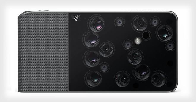 Chiếc máy ảnh Light L16 với 16 camera riêng biệt nằm rải rác trên thân máy.