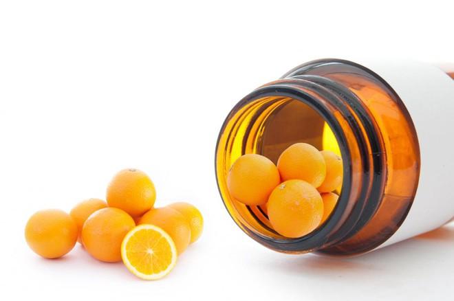 Kháng sinh kết hợp vitamin C có hiệu quả tiêu diệt ung thư, nhưng mọi người tuyệt đối không nên thử tại nhà