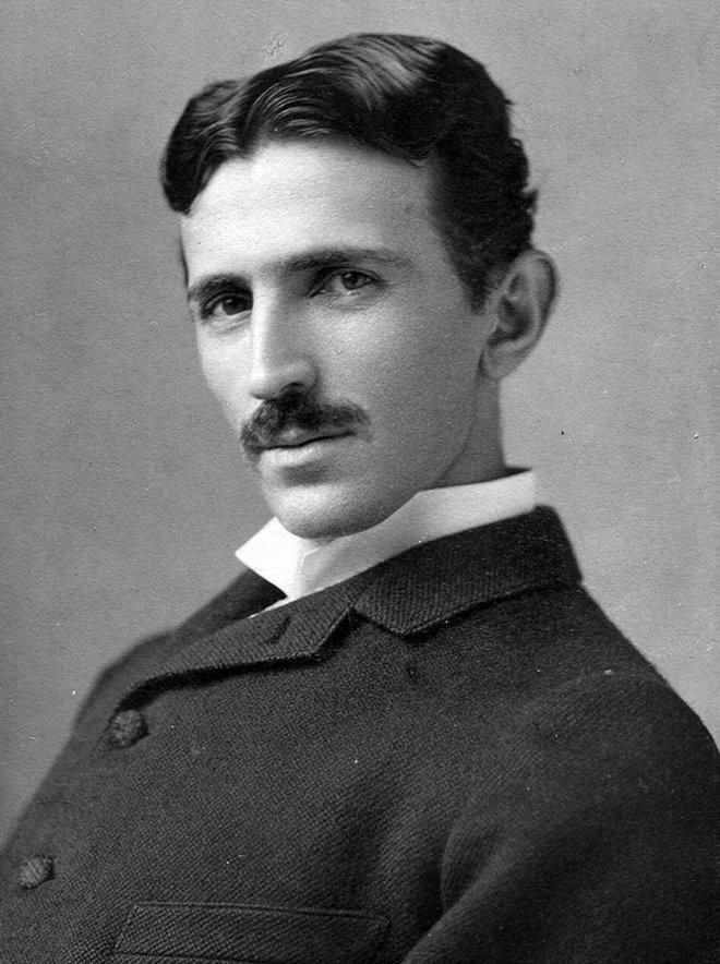 Tesla ở tuổi 34, đây có lẽ là bức ảnh được biết tới nhiều nhất của ông.