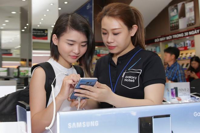 Người dùng trải nghiệm Galaxy Note FE