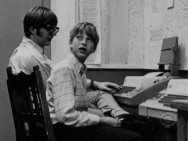 Hồi còn nhỏ, Bill Gates chỉ được làm quen với chiếc máy tính rất thô sơ tại Lakeside Prep School, Seattle