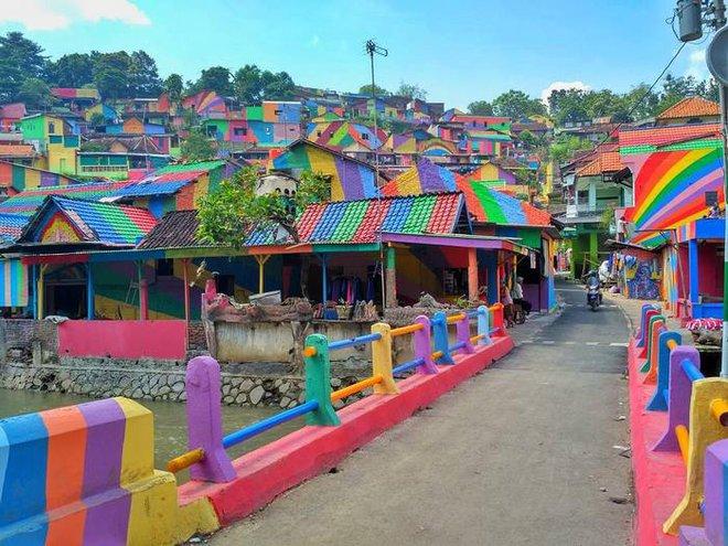 Ý tưởng tân trang lại ngôi làng được khởi xướng bởi Slamet Widodo, một hiệu trưởng 52 tuổi