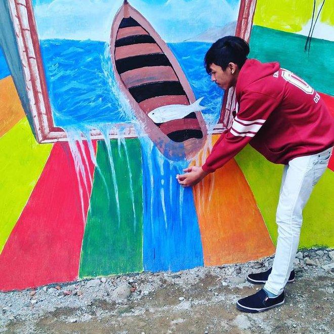 Bên cạnh việc sơn sửa lại ngôi làng, dự án còn bao gồm việc làm sạch con sông gần đó