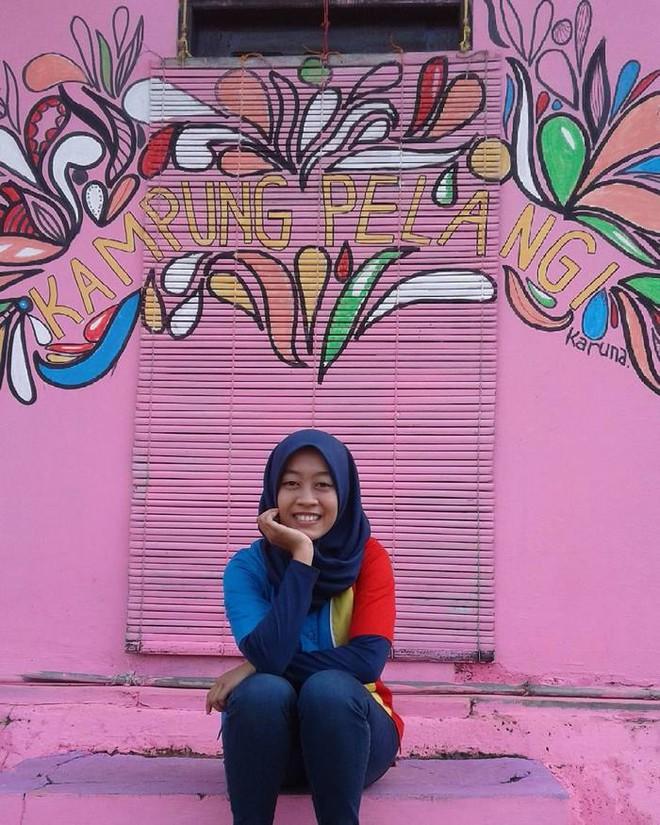 Nhờ sức mạnh của nghệ thuật, tương lai của Kampung Pelangi bỗng trở nên tươi sáng và đầy màu sắc