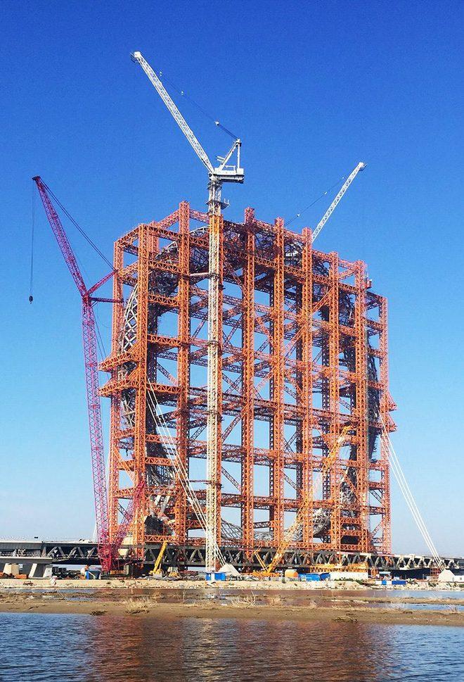 Hình ảnh vòng đu quay cầu sông Bá Lăng đang trong quá trình xây dựng từ năm 2016