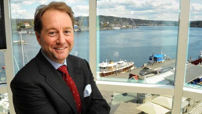 Kjell Inge Røkke tin rằng đầu tư vào việc dọn dẹp và làm sạch biển là phương pháp tốt nhất khi ông muốn chia sẻ tài sản của mình với xã hội.