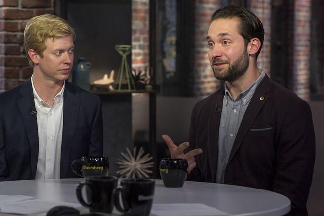 Hai nhà sáng lập diễn đàn Reddit, Steve Huffman (trái) và Alexis Ohanian (phải).