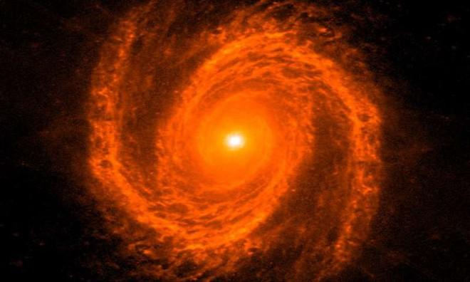 Thiên hà dạng Sab, có tên là Messier 81, nằm trên chòm sao phía bắc của Ursa Lớn, và có khối lượng lỗ đen cỡ 68 triệu lần mặt trời