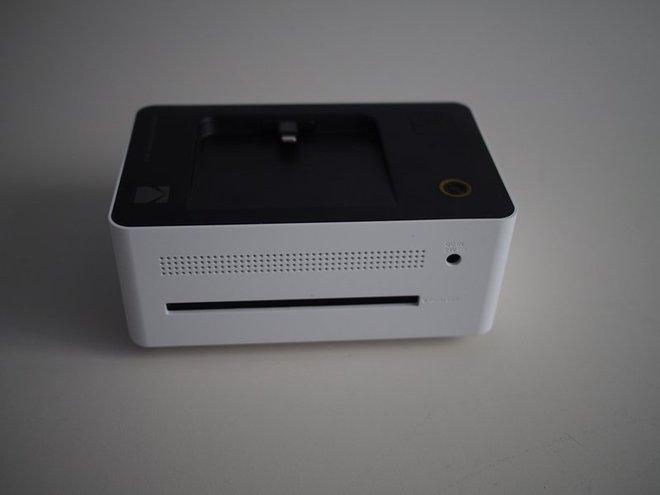Kích thước khá nhỏ gọn và đẹp mắt của chiếc máy in
