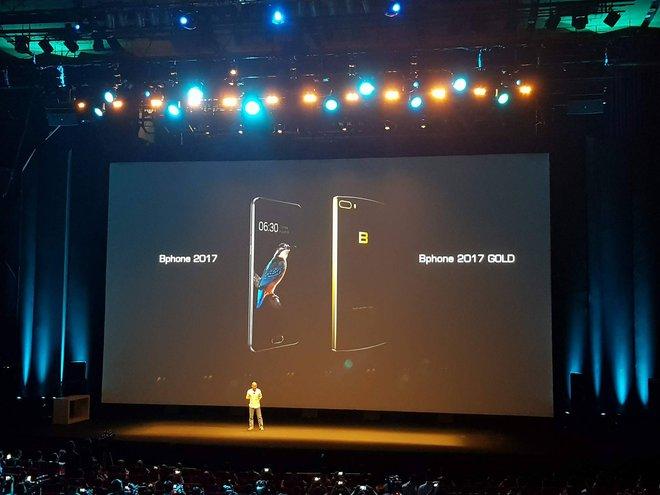 Phiên bản Gold hiện tại chưa được ra mắt nhưng qua ảnh chúng ta có thể thấy nó có Camera kép.