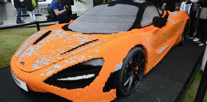 Xe McLaren 720S phiên bản Lego được trưng bày tại triển lãm sau khi hoàn thành